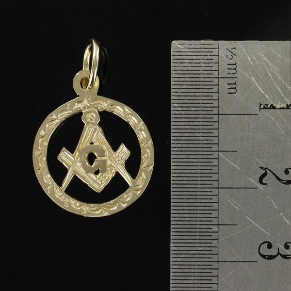 Small Circle Pendant in Gold with the Square and Compass Symbol